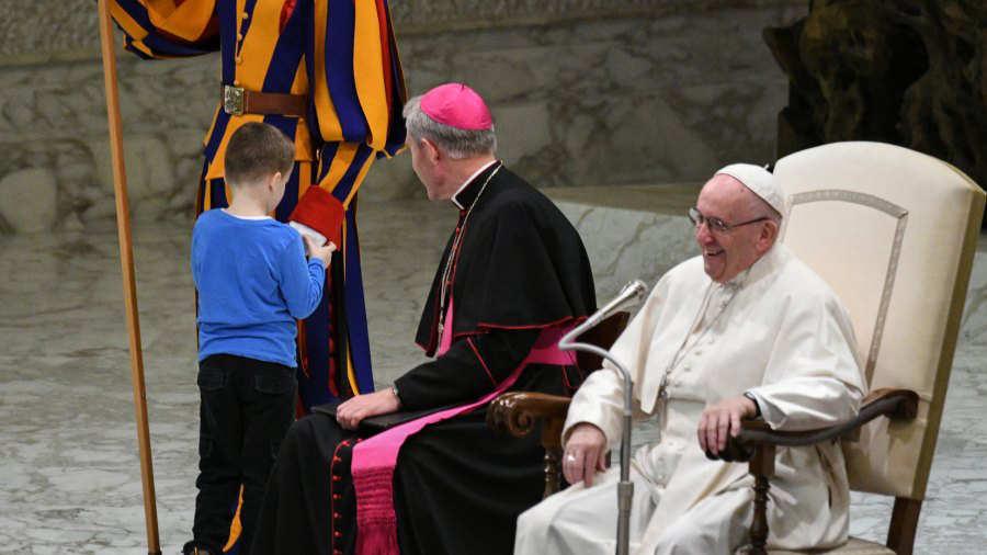Niño con autismo interrumpe audiencia general y el Papa sacó una enseñanza