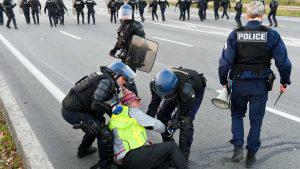 Tercer día de intensas protestas contra alza de combustibles en Francia