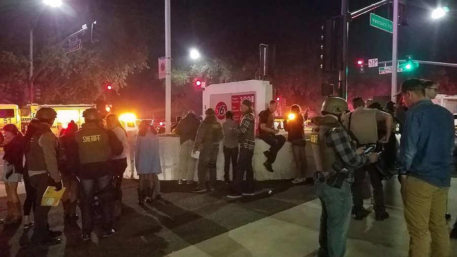 Exmilitar dispara a clientes de un bar en California; hay 13 muertos