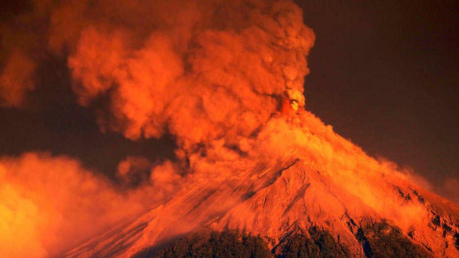 Miles de personas evacuadas por fuerte erupciÛn volc·n de Fuego Guatemala