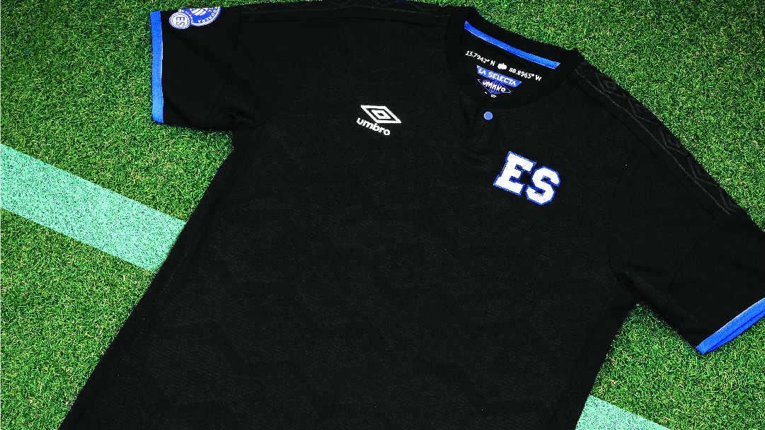 ec187488effb1 La camiseta negra que usarán las diferentes selecciones nacionales. Fotos  EDH Cortesía Almacenes Simán