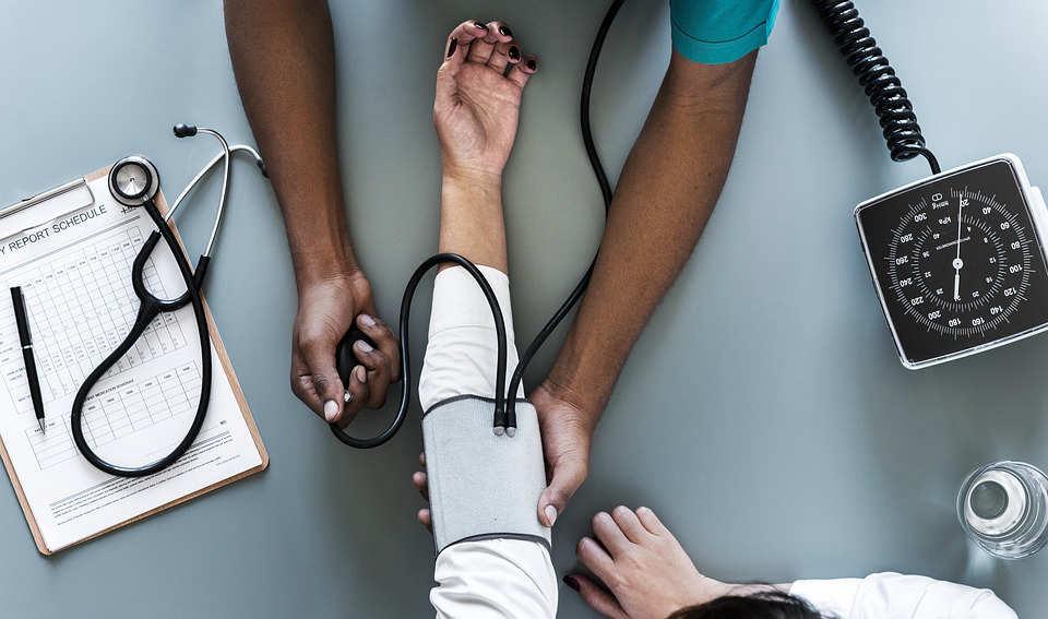Cuba: Díaz-Canel anuncia regreso de médicos desde Brasil