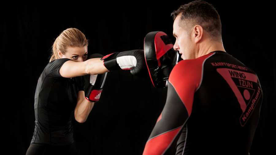 Peleadora de Jiu-jitsu golpea a ladrón que intentaba asaltarla