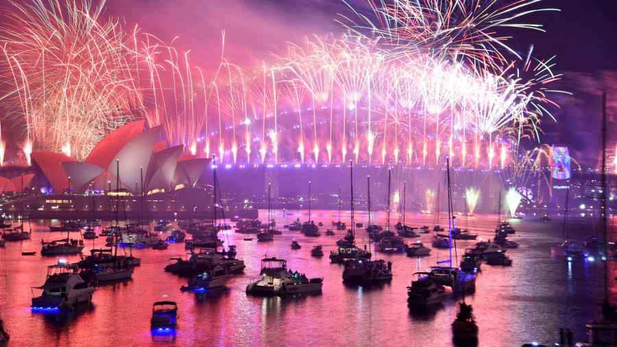 Con Fiestas Fuegos Artificiales Y Otras Celebraciones Reciben Los