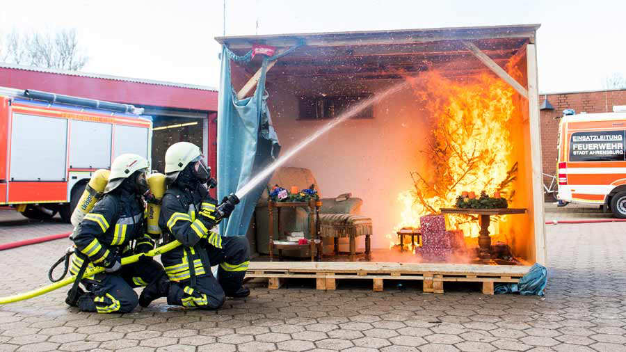 GERMANY-FIRE-BRIGADES-BLAZE-CHRISTMAS