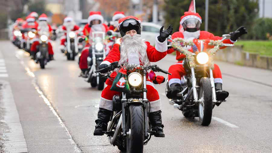 GERMANY-MOTOR-CYCLE-HARLEY-SANTA