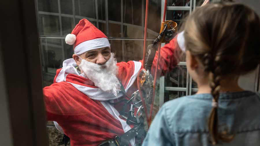 GERMANY-CHILDREN-HEALTH-HOSPITAL-SANTA