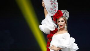 Ángela Ponce, transgénero y representante de España, lució espectacular en traje típico