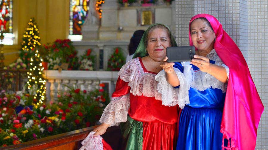 La Flores Para Miles De Virgen Ofrendas Y Guadalupe LqSc3ARj54