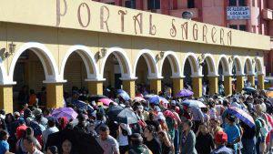 Salvadoreños colapsan duicentros en busca de DUI gratis