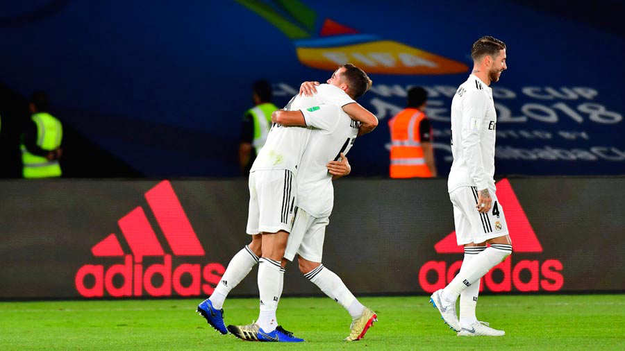 Real Madrid's Spanish midfielder Marcos Llorente (L) celebrates after