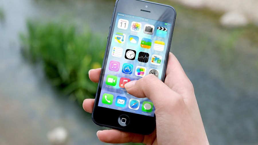 Ofrecen 100 mil dólares a quienes suelten el celular por un año