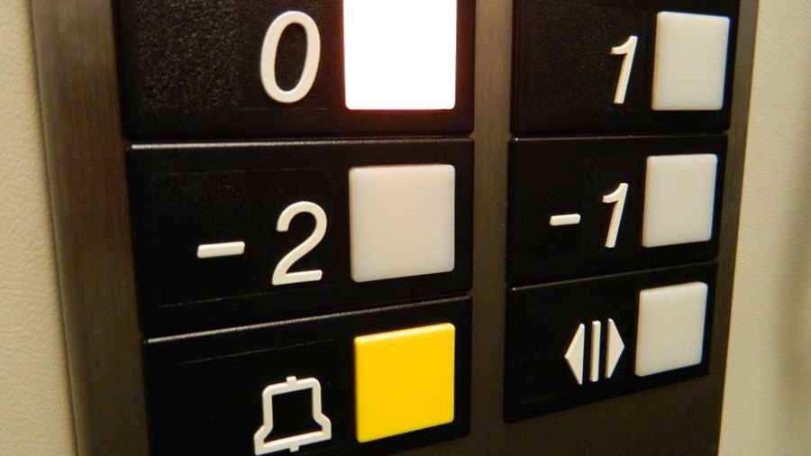 Empleada doméstica pasó tres días encerrada ascensor
