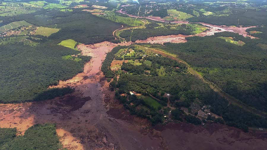 Al menos 11 muertos tras la rotura de una represa en Brasil