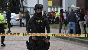Atentado con coche bomba en escuela de policía de Bogotá deja 10 muertos