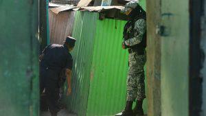 Policías recorren la Tutunichapa en busca de drogas y delincuentes
