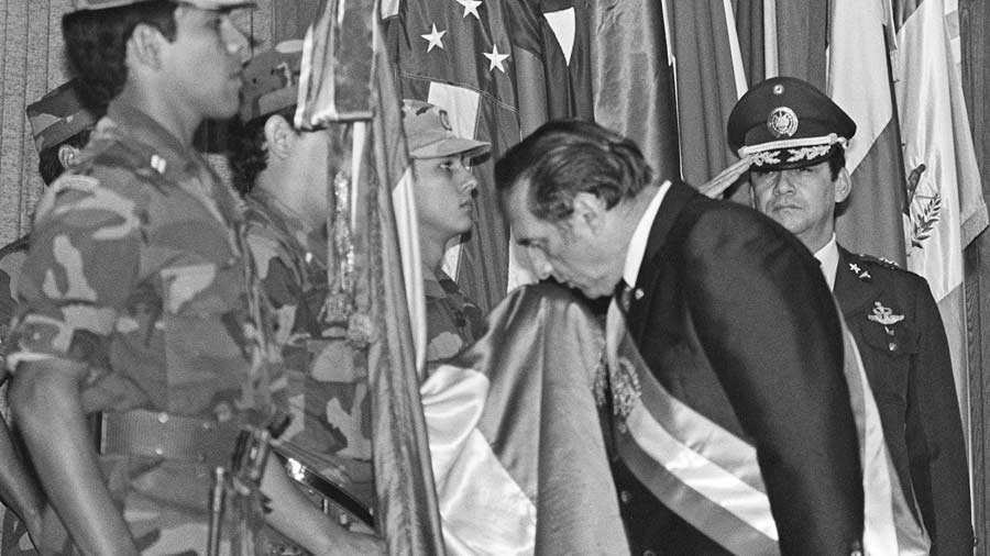 EL SALVADOR-DUARTE-FLAG-KISS