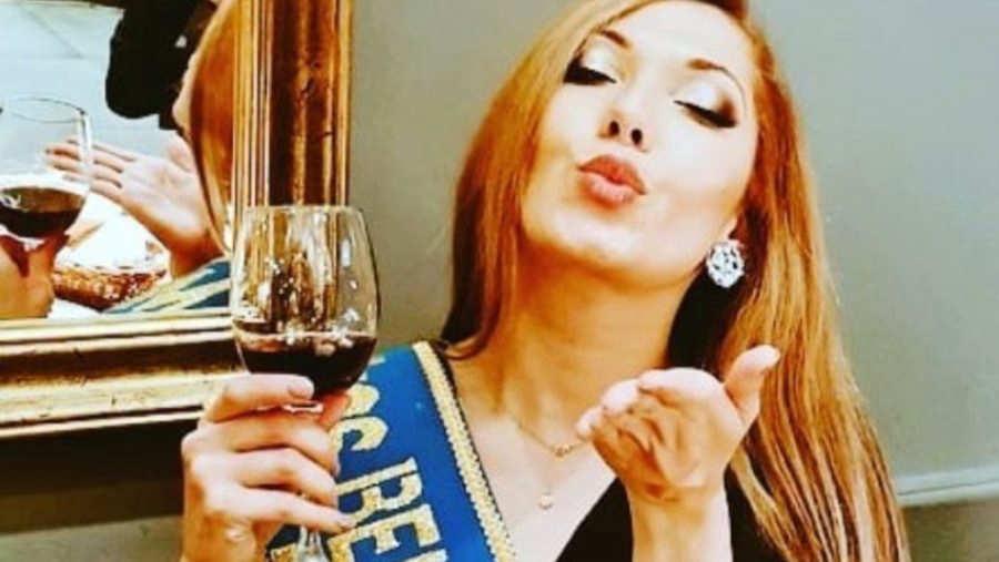 6d07c0171 Bailarina salvadoreña experta en pole dance gana título Miss ...