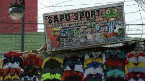 El Spanglish invade el centro de San Salvador