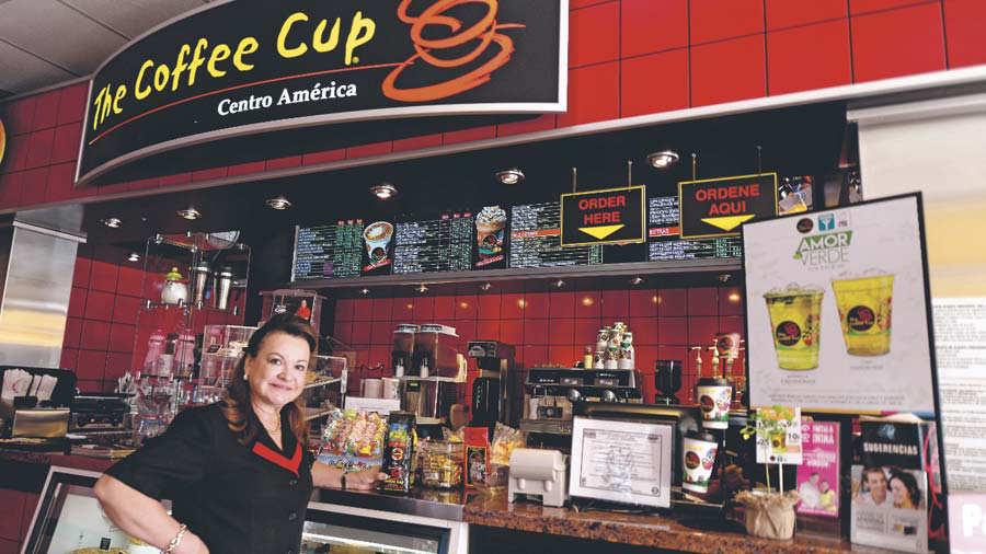 857dc5aacdb7b La primera sucursal de The Cofee Cup se abrió a fines de 2002  ahora ya  tiene 26 franquicias solo en El Salvador. Foto EDH Archivo.