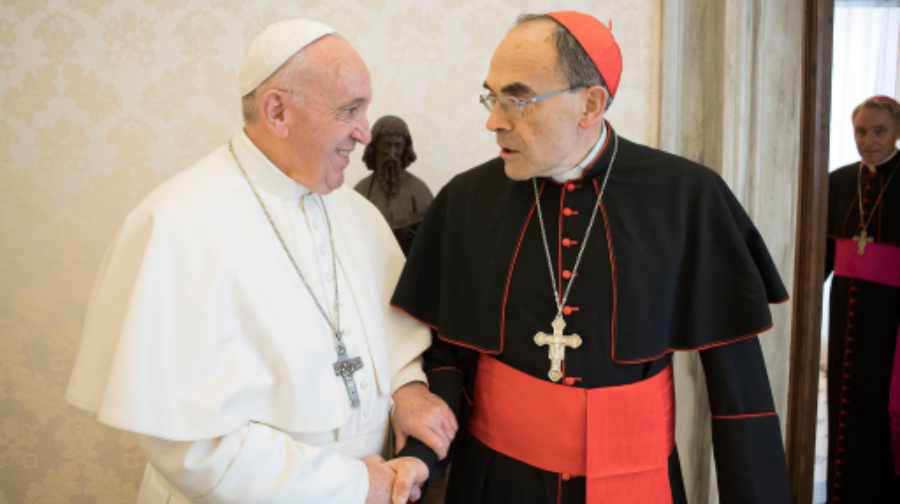Cardenal francés acusado de abusos sexuales se reúne con el Papa