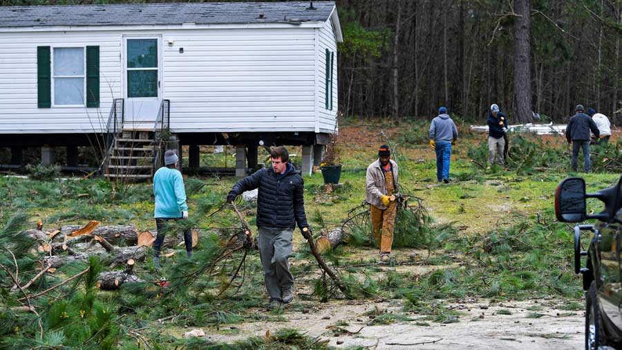 Aumentan a 23 los muertos por los tornados en Alabama