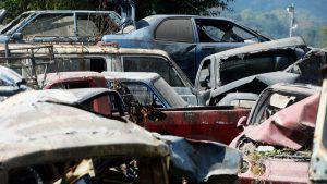Changallo, el lugar donde delincuentes y policías desmantelan vehículos decomisados