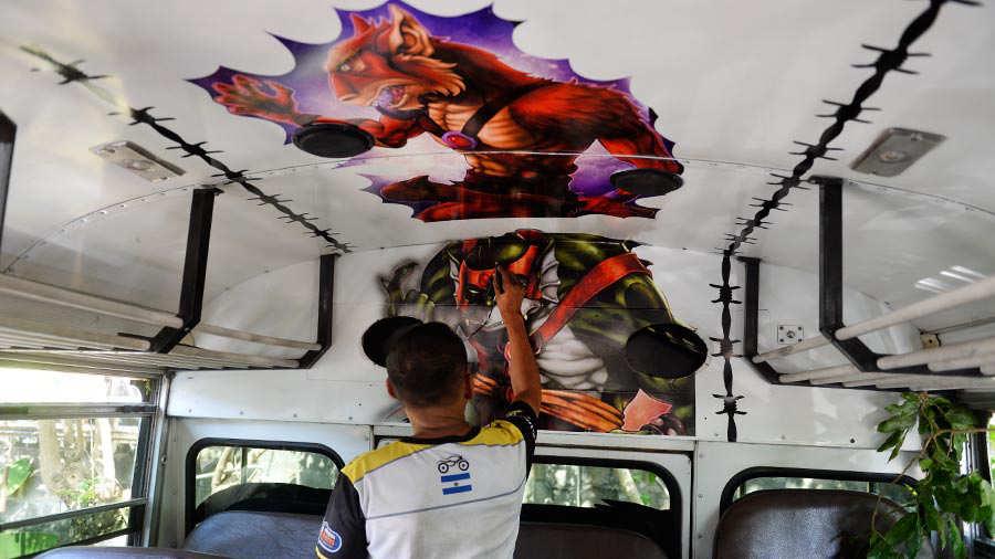 Esposos-decoran-buses9