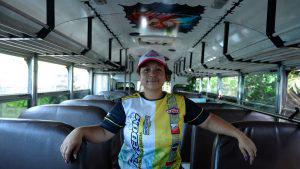 Mayra Sánchez, la creativa decoradora de buses y microbuses que rompió con los estereotipos