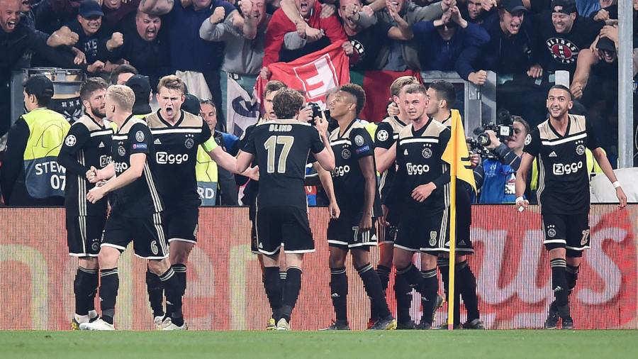 7a724dfd0c3ab Matthijs de Light (3-i) de Ajax celebra un gol durante el partido de vuelta  por los cuartos de final de la Liga de Campeones de la UEFA entre Juventus  FC y ...