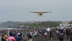 ¡Todo es playa! Turistas nacionales y extranjeros abarrotan El Majahual en los últimos días de vacación de Semana Santa