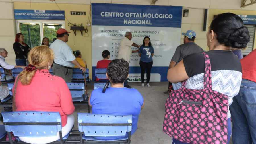 Médicos cubanos de Misión Milagro abandonan El Salvador tras investigación de Fiscalía