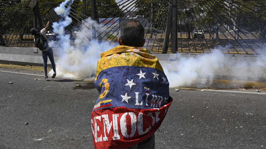 Opposition demonstrators clash with soldiers loyal to Venezuelan Pres