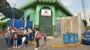 Padres de familia exigen pronta reconstrucción de Sala Cuna destruida por voraz incendio
