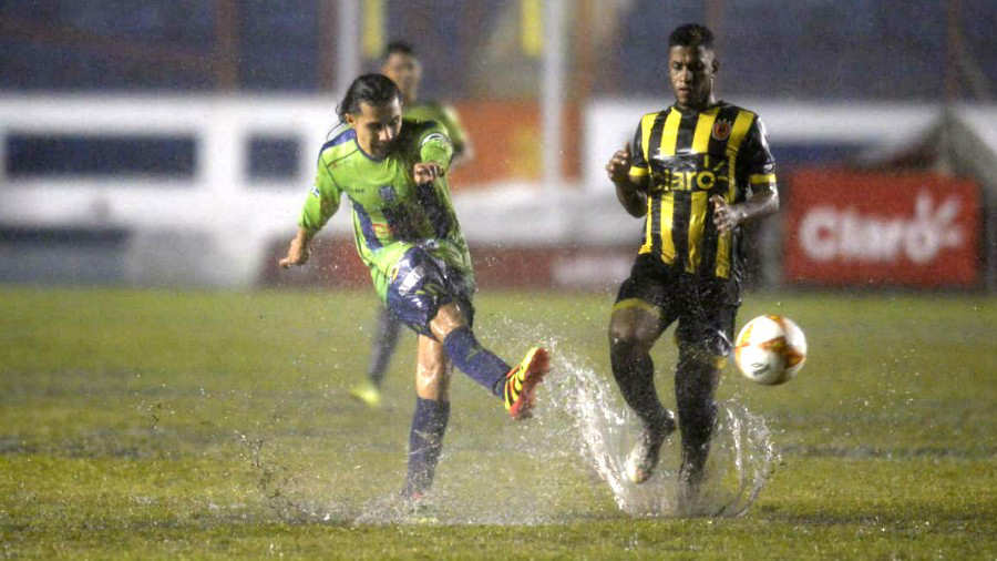 Sebastián Abreu es campeón de Copa con Santa Tecla
