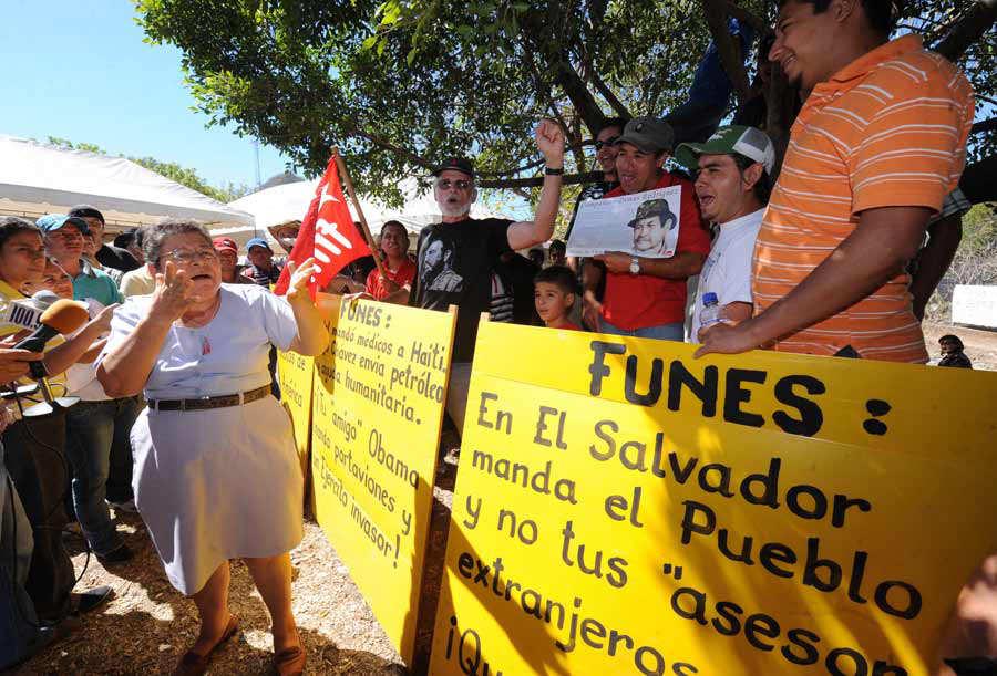 Presidente Mauricio Funes, visita Guarjila, Chalatenango, pobladores se quejan y se manifiestan de su plan de gobierno