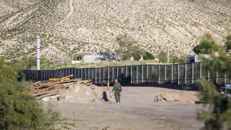 Frenan construcción de muro privado fronterizo en EU