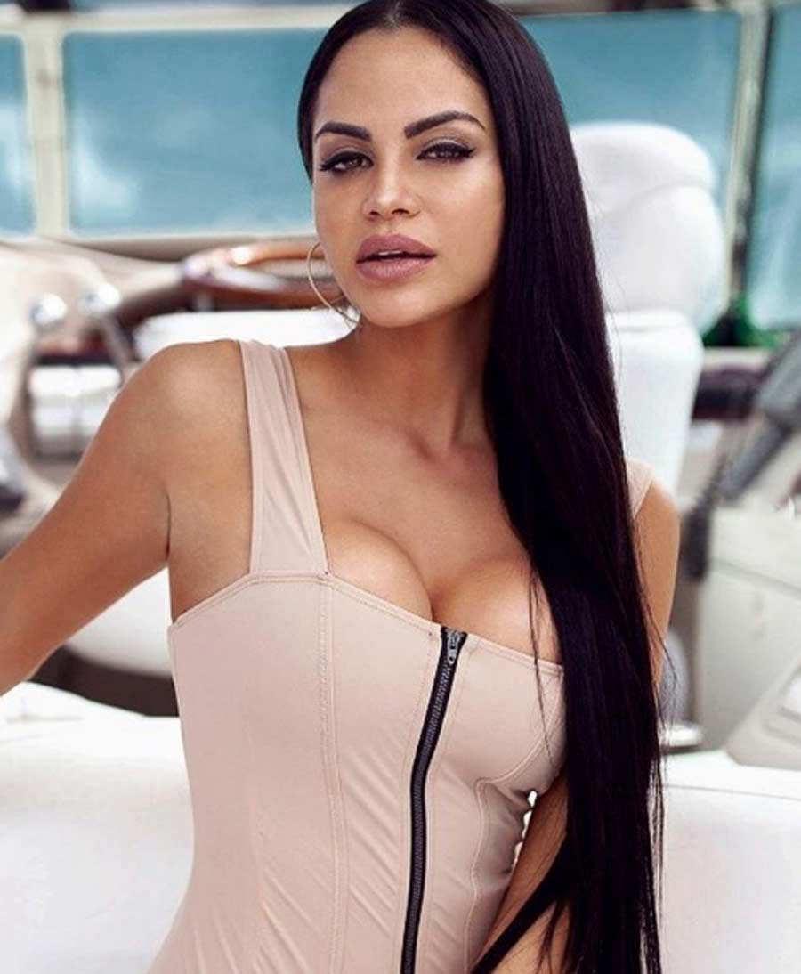 263ea8349026 Natti Natasha deslumbra sin maquillaje con candente bikini verde ...