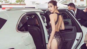 """Funcionario de Vietnam llama """"ridícula"""" a modelo por usar un vestido transparente en Cannes"""