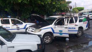 Delincuentes incendian patrulla de la PNC cuando agentes perseguían a sospechoso en la Tutunichapa 4