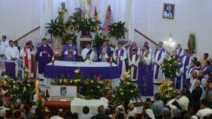 Cientos de feligreses despiden en misa de cuerpo presente al padre Cecilio Pérez en Juayua