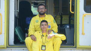 Dennis y Fernando Acevedo comparten como padre e hijo la pasión del voluntariado