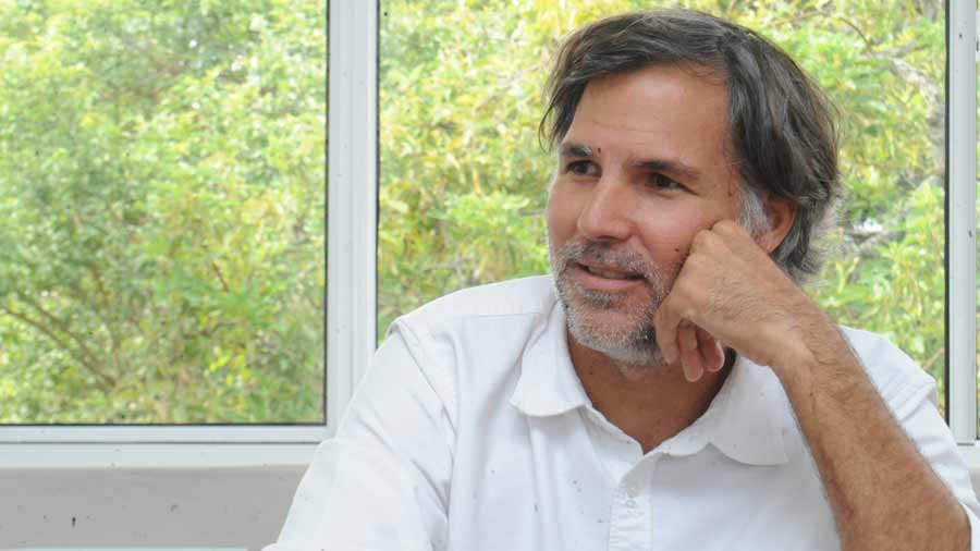 Tráiler con placas guatemaltecas arrolla a hijo de expresidente Alfredo Cristiani