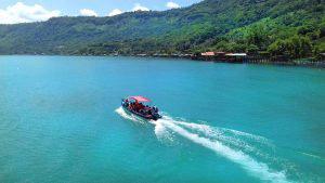 El lago de Coatepeque cambia nuevamente a color turquesa