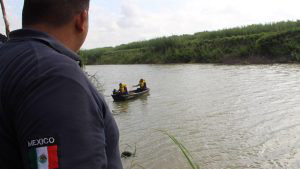 Hallan los cuerpos de un hombre y su bebÈ que trataban de cruzar a EE.UU. por RÌo Bravo