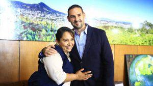 Leticia, la motorista bilingüe que fue contratada como colaboradora jurídica en el alcaldía de San Salvador