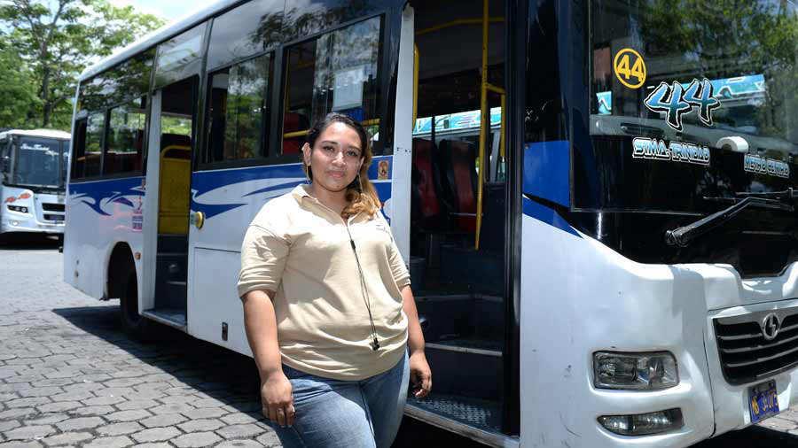 Mujer-Microbusera0151