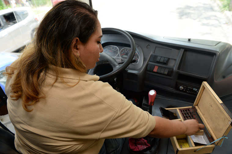 Mujer-Microbusera0271