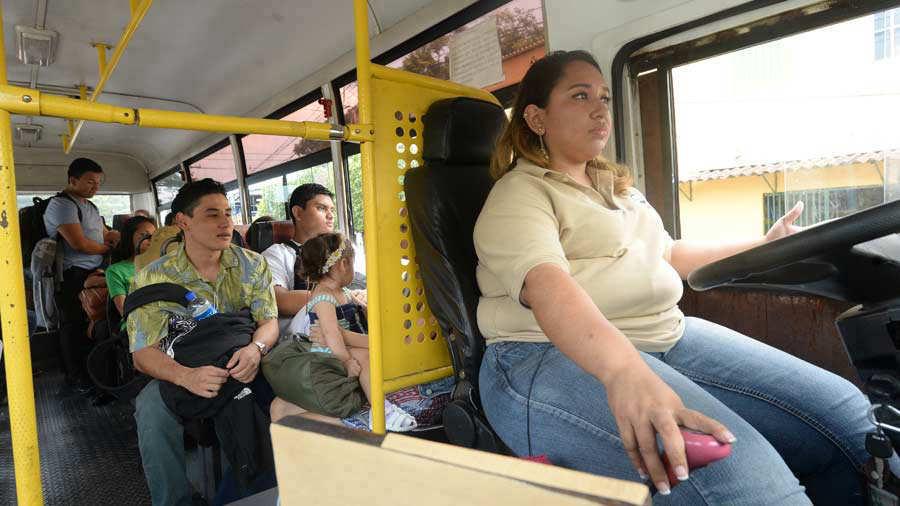 Mujer-Microbusera0331