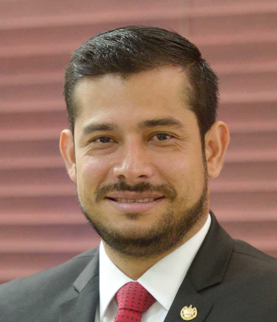 Nelson Eduardo Fuentes Menj'var-Ministro de Hacienda